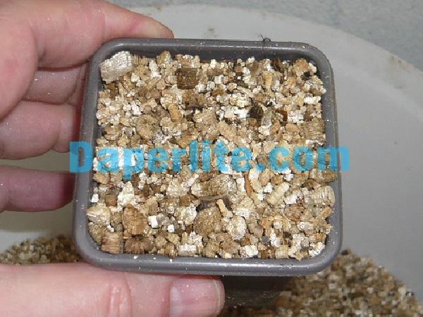 Đá Vermiculite dùng làm giá thể trồng rau hiệu quả